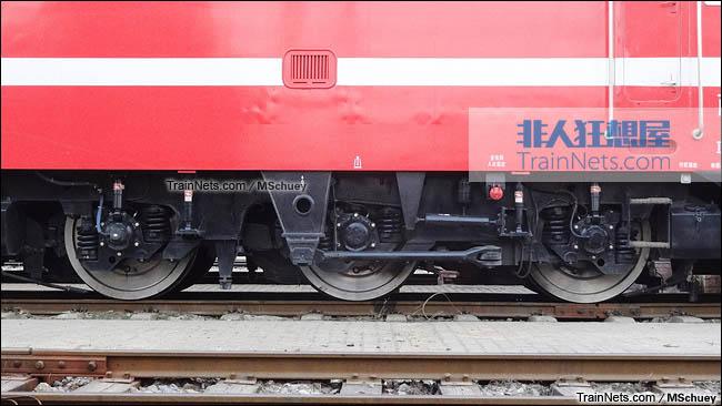 武昌折返段。配属西局西段的SS7E型电力机车。转向架。(图/MSchuey)
