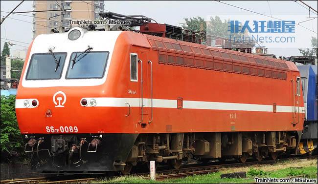 武昌折返段。配属武局南段的SS7E型电力机车。(图/MSchuey)