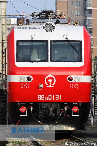 2015年5月。武昌折返段。配属西局西段的SS7E型电力机车。(图/MSchuey)