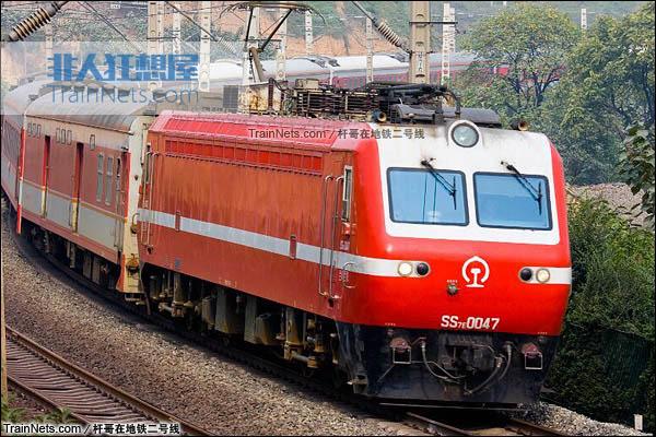 2009年。尤河大桥。配属兰局兰段的SS7E型0047号机车。复修后重新投入运行。(图/杆哥在地铁二号线)