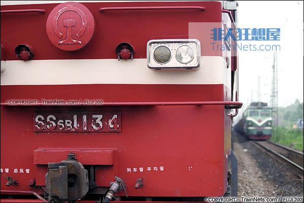 2007年。广东坪石。配属广铁株段的SS6B型电力机车。(图/火车仔/B3012)
