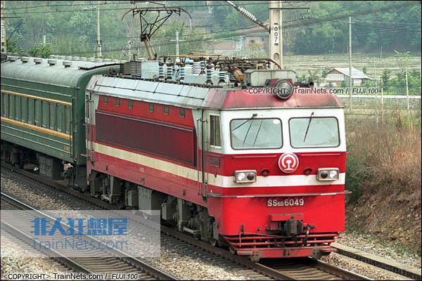 2007年。广东英德。配属广铁株段的SS6B型电力机车。(图/火车仔/P4123)