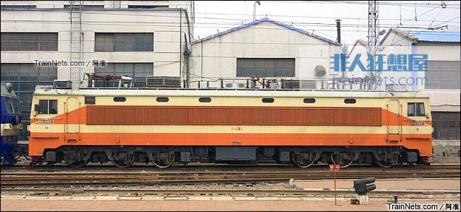 2011年9月。洛阳东机务段。SS6型电力机车。(图/阿准)