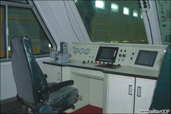 金鹰JYA-8型安全监察车。司机室。(图/金鹰厂)