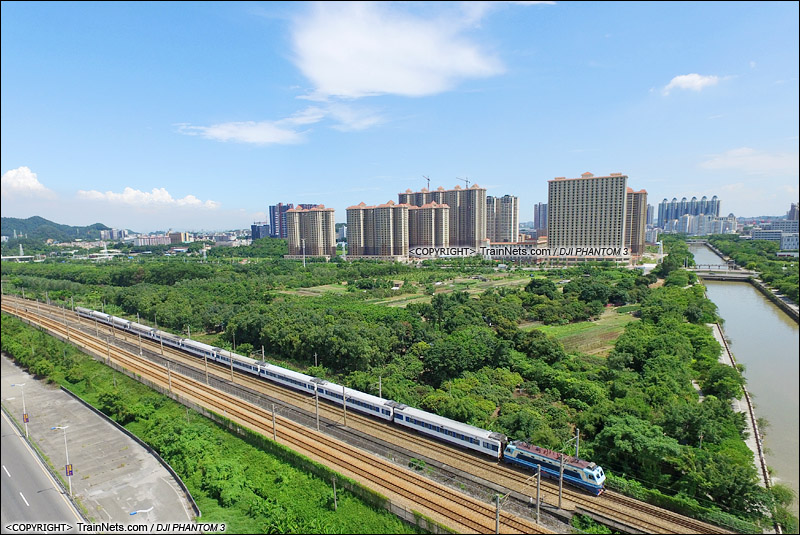 2015年7月31日。广州黄埔。SS8牵引广九直通车Z814次,九龙-广州东。(DJI-0268-150731)