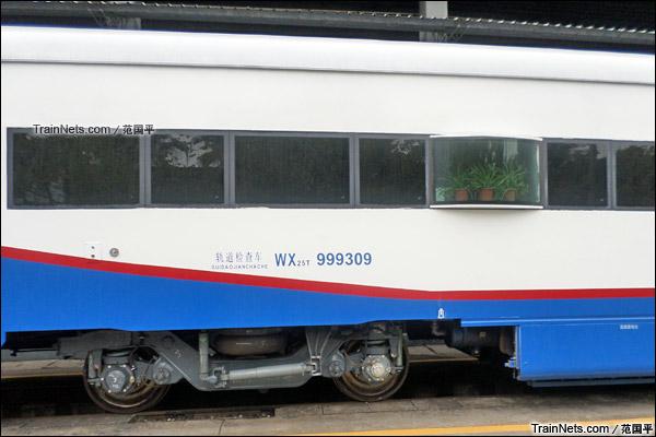 2014年2月。广州机务段。配属广铁广段的WX25T(200km/h)轨道检查车。(图/范国平)