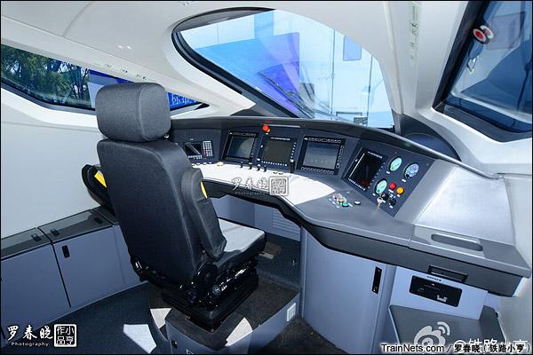 2015年6月30日。北京。四方厂生产的中国标准动车组,编号CRH-0207。驾驶室。(图/罗春晓)