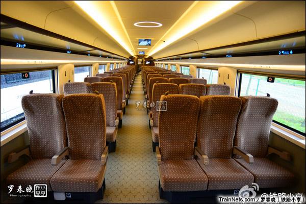 2015年6月30日。北京。四方厂生产的中国标准动车组,编号CRH-0207。二等座。(图/罗春晓)