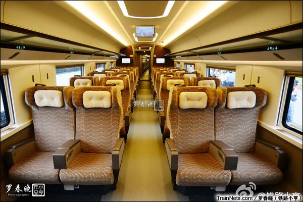 2015年6月30日。北京。四方厂生产的中国标准动车组,编号CRH-0207。一等座。(图/罗春晓)