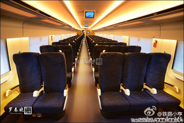 2015年6月30日。北京。长客厂生产的中国标准动车组,编号CRH-0305。二等座。(图/罗春晓)