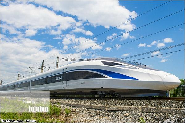 2015年7月。北京。四方厂生产的中国标准动车组,编号CRH-0207。(图/bjlubin)