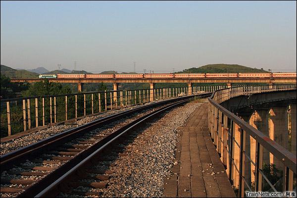 红岩联络线连接复线白石渡站和老白石渡站,当年为了不改动杨梅山支线和几条专用线(其实都很短)。(图/阿准)