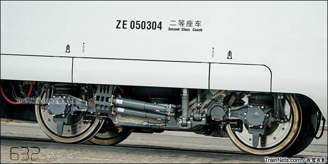 2015年7月。北京环形铁道。长客厂生产的中国标准动车组,编号CRH-0503。转向架。(图/夜莺夜影)