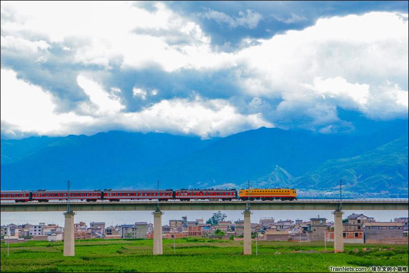 2015年7月。云南。苍山洱海,醉美大丽铁路。(图/埃尔文的小猫咪)