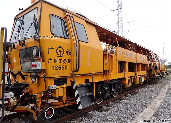 2015年7月。广东韶关黄岗站。配属广深铁路的DC-32型捣固车。(图/戴文炜)