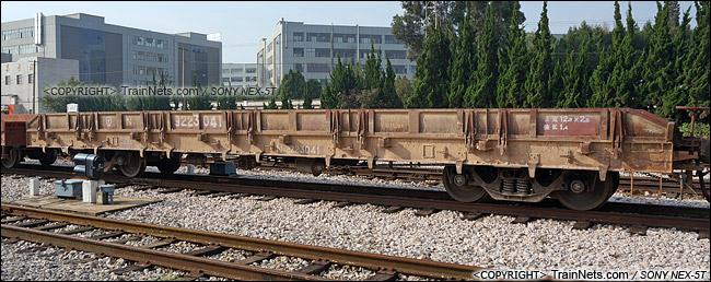 2014年8月。昆明王家营站。N31型米轨平车。(DSC02354-140821)