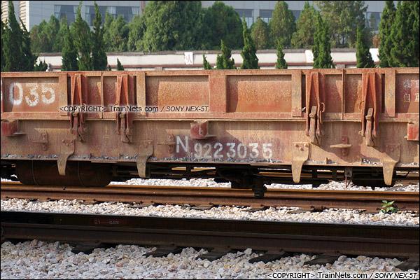 2014年8月。昆明王家营站。N31型米轨平车。(DSC02357-140821)