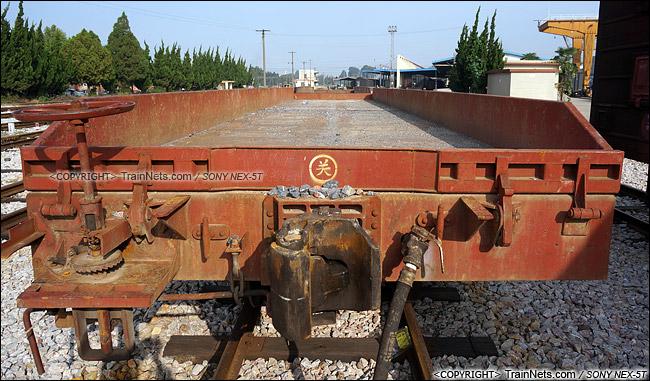 2014年8月。昆明王家营站。N31型米轨平车。(DSC02381-140821)