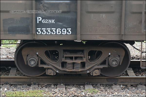 2015年6月。宝成线。P62NK型棚车。转K2型转向架。(DSC06906-150627)