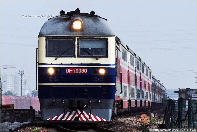 2015年9月26日。安徽芜湖。郑州开往杭州的2593次列车通过宁芜线K111处。(图/MD @CRH380A-6059L)
