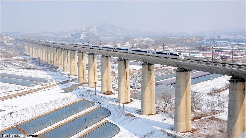 2015年2月。哈大高铁。CRH380B通过李官特大桥。(图/anytrain)