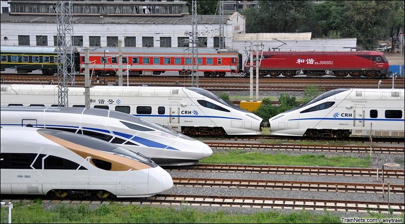 2015年8月。沈阳动车所。中国标准动车组CRH-0503和CRH-0207在沈阳再次相逢,开始秦沈客运专线的动力学实验。(图/anytrain)