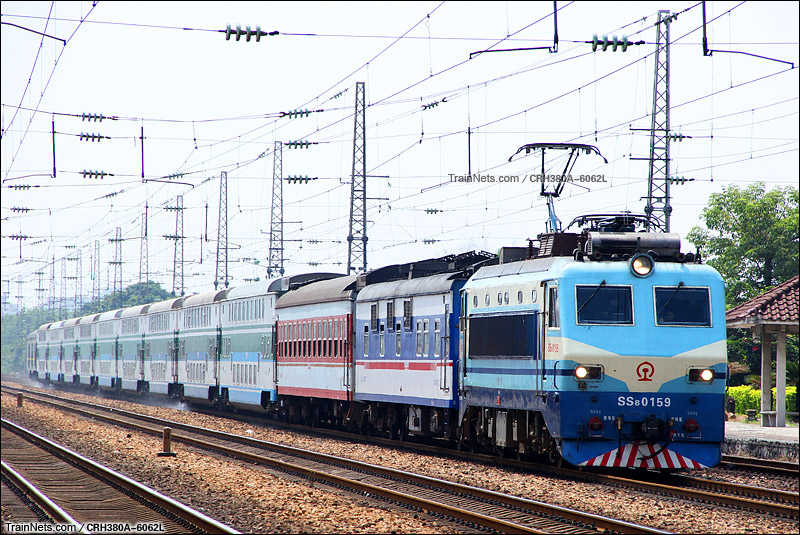 2015年9月27日。广州。由SRZ25Z客车担当的广铁中秋临客K6582次,深圳东-南雄通过大朗站。(图/CRH380A-6062L)