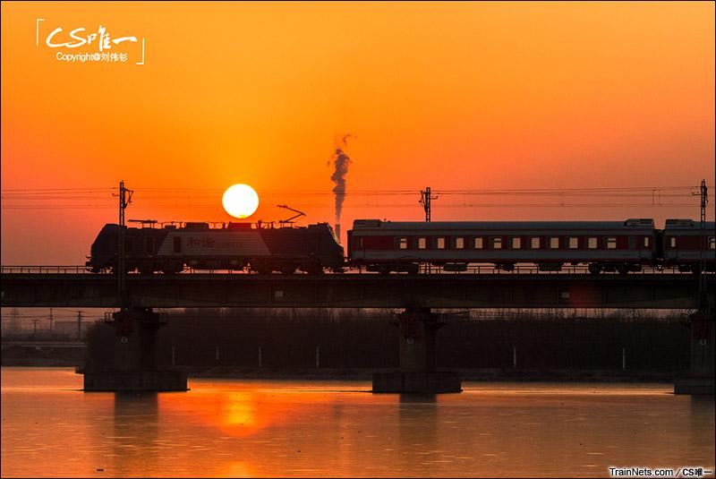 2015年2月。京广线383公里。HXD2B牵引客车通过邢台七里河。(图/CS唯一)