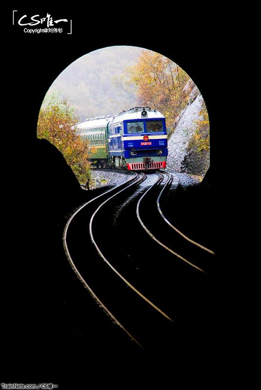 2014年10月。滨绥线。绥芬河二号隧道,从俄罗斯返回的国列。(图/CS唯一)