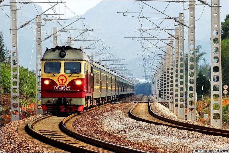2015年2月21日。广西黎塘。DF4D机车牵引K2385次,长春-南宁。现在已换成HXD3C机车牵引。(图/港段通通)