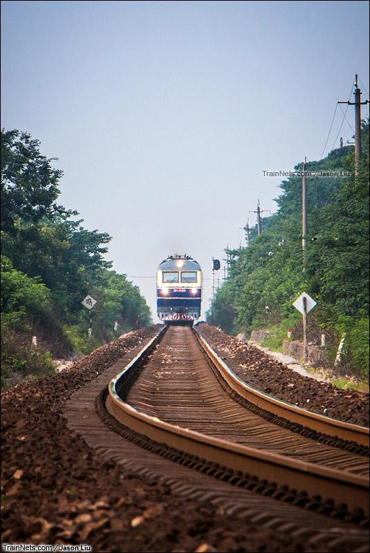 2015年7月1日。马鞍山市。宁芜线。K101次,北京-温州接近采石站(图/Jason Liu)