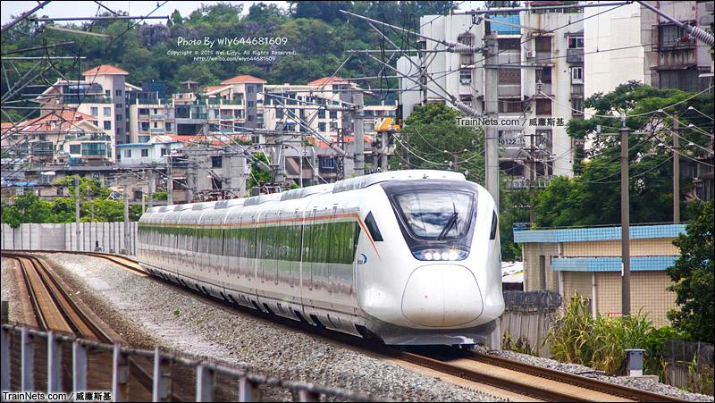 2015年7月28日。广西桂林。CRH6A担当D9642次通过丽君桥(图/威廉斯基)