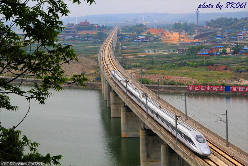 2015年5月5日。380A型动车组担当的C6316次通过西成客运专线涪江特大桥。(图/武嘉旭 @小武-8K061)