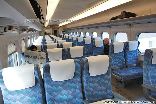 2012年2月。日本。JR东海道新干线。JR700系新干线列车,二等车客室。(IMG-7054-120203)