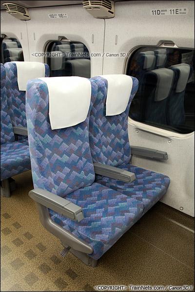 2012年2月。日本。JR东海道新干线。JR700系新干线列车,二等车座椅。(IMG-7057-120203)