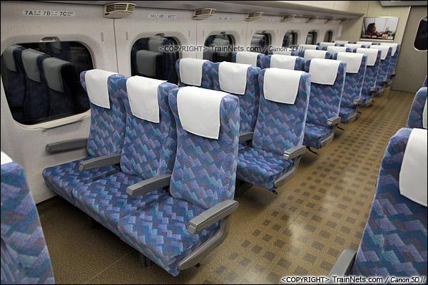 2012年2月。日本。JR东海道新干线。JR700系新干线列车,二等车座椅。(IMG-7060-120203)