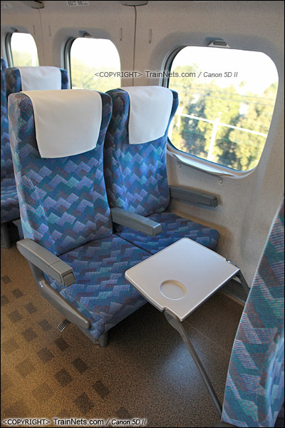 2012年2月。日本。JR东海道新干线。JR700系新干线列车,二等车座椅。(IMG-7062-120203)