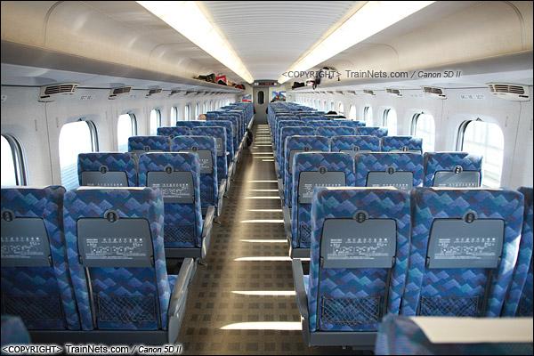 2012年2月。日本。JR东海道新干线。JR700系新干线列车,二等车客室。(IMG-7091-120203)