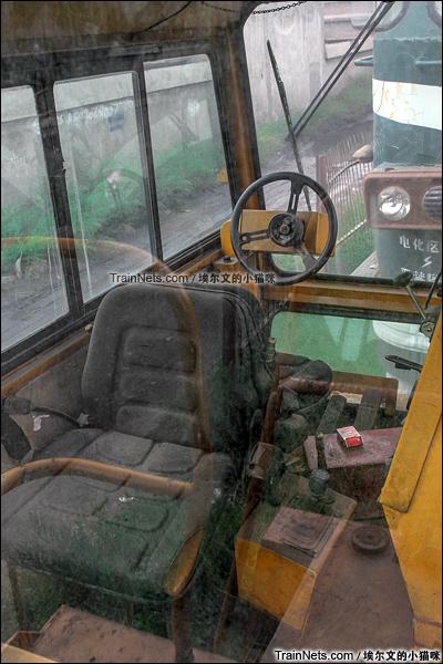2015年9月。太原西站。TM公司生产的大力士型公铁两用车。双向驾驶室。(图/埃尔文的小猫咪)
