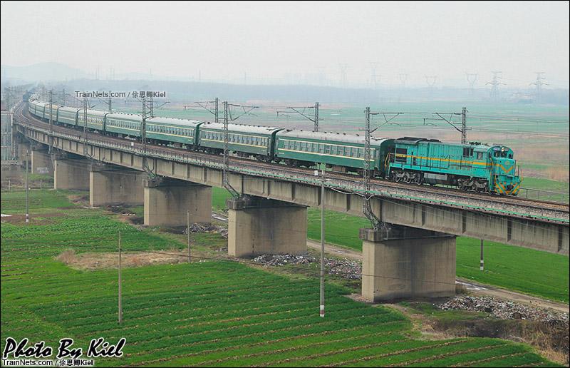 2015年春运。第三次来到淮南淮河大桥。ND5牵引临客通过。(图/俆思卿Kiel)