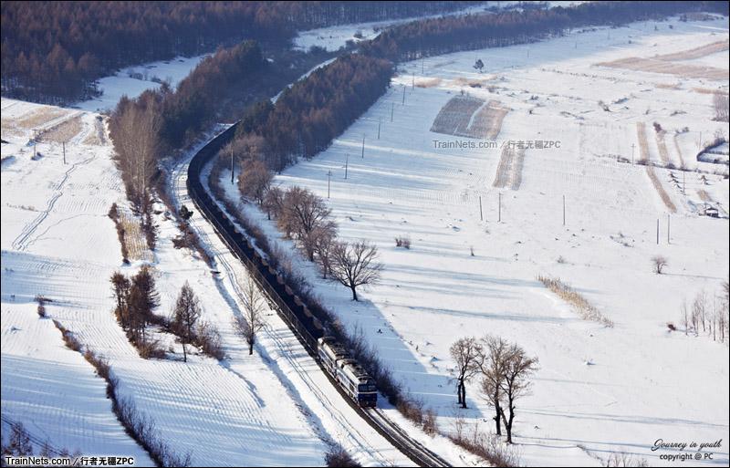 2015年2月。滨绥线东段。林海雪原与钢铁长龙。(图/行者无疆ZPC)