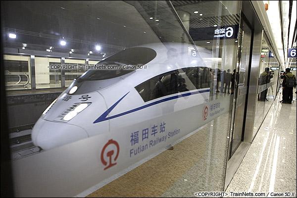 2015年12月30日。广深港高铁福田站。B3层站台层。首发列车进站。(IMG-3064-151230)
