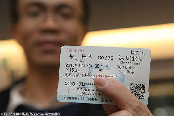 2015年12月30日。广深港高铁福田站。福田首发车。一位市民体验福田-深圳北。(IMG-3198-151230)