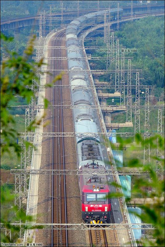 2015年9月16日,北京。园博园鹰山俯瞰西长线下行车。(图/谷林@爱火车1980)