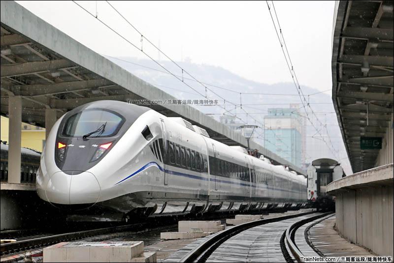 2015年12月12日。兰州站。首次在中川铁路载客运行的CRH2G型动车组。(图/陇海特快车)
