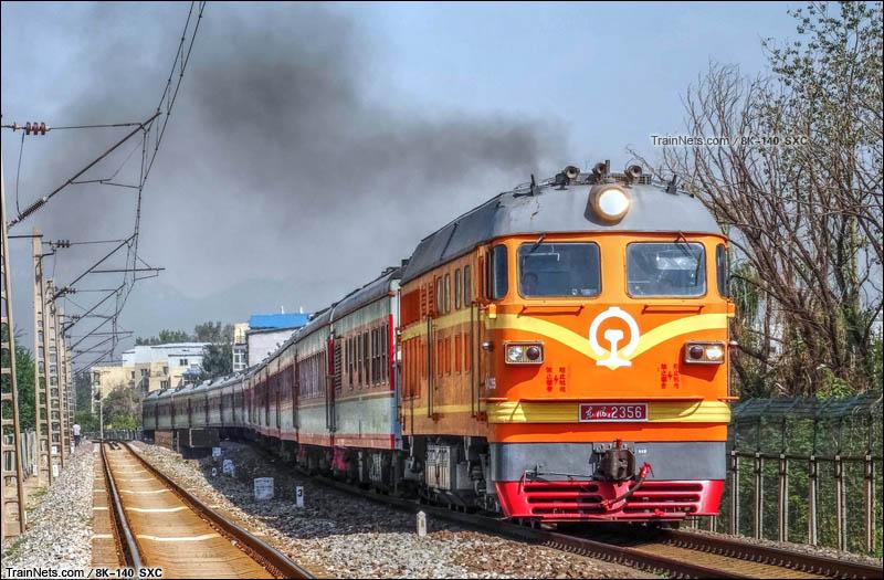 2014年8月,暑运临客K2770次列车通过京通线沙河站。(图/8K-140)