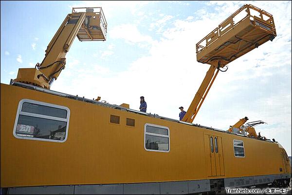 BR711C型铁路接触网多功能检修作业车。车顶升降台。(图/北京二七厂)