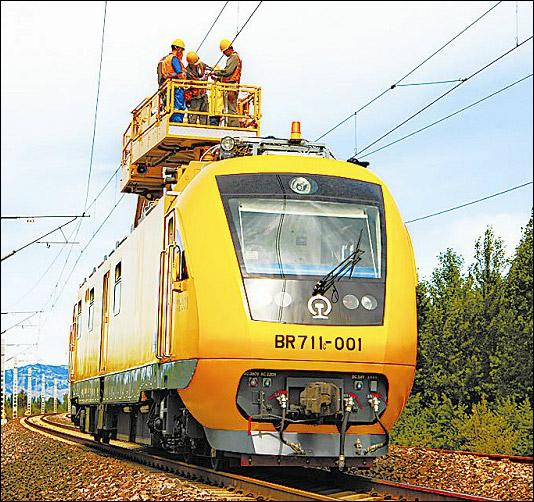 BR711C型铁路接触网多功能检修作业车。001号车最早涂装标为BR711-001。(图/北京二七厂)