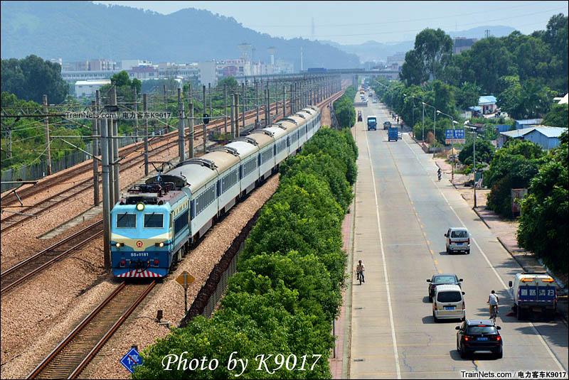 2015年9月17日。广深线。SS8牵引直通车驶经东莞塘厦。(图/电力客车K9017)