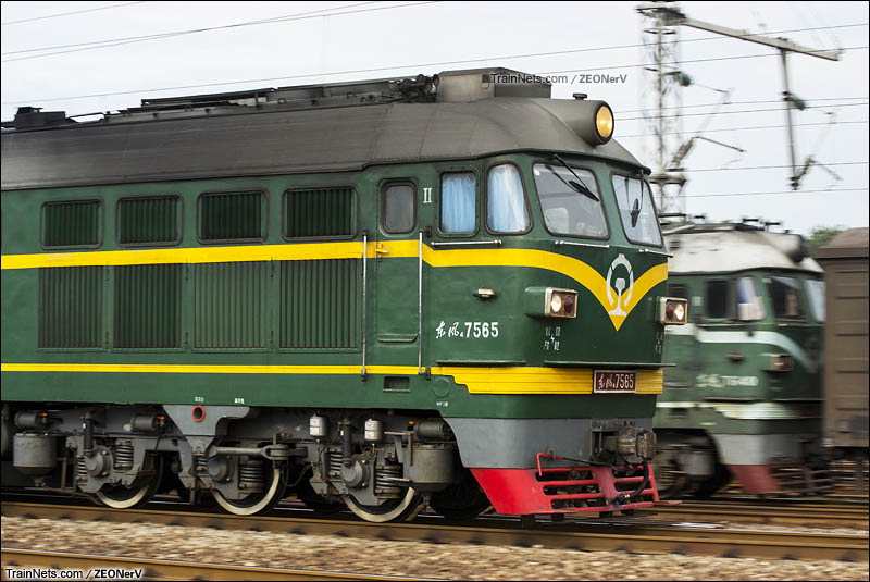 2015年10月。广州大朗站。京广线。两台DF4在站内相遇。(图/ZEONerV)